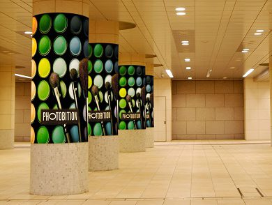 地下通路の円柱に最適なポリマウント加工